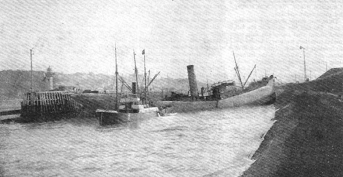 "The British steamer ""Araby"" unwittingly blocking the entrance to Boulogne Harbour"