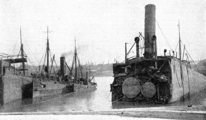 To raise the halves of the Araby, large pontoons were used